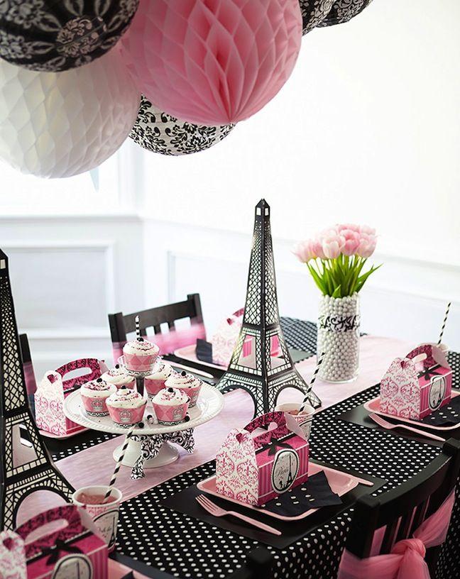 Linen, Lace,  Love: Birthday Express Party Inspiration #kids #french #birthday Fijarme la disposición de los manteles de los extremos
