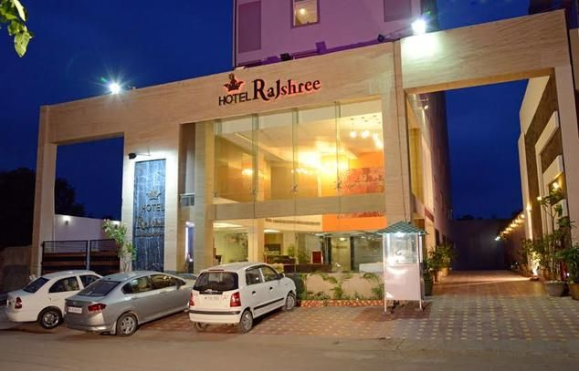 Travelling is indeed an thrilling affair for everyone, be it for business or vacation, and what matters the most is the safety of our possessions. Hotel Rajshree among best Hotels In Chandigarh provides you, best food, rooms and accommodation, spa, Roof top garden, multi-cuisine restaurant, bar and other Services.