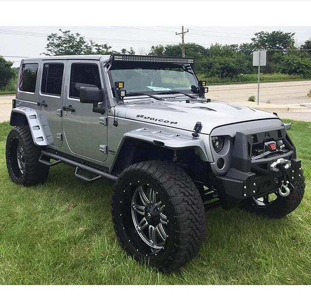 WHAT A GREAT 4 DOOR RUBICON ! LOVE THE FRONT END!