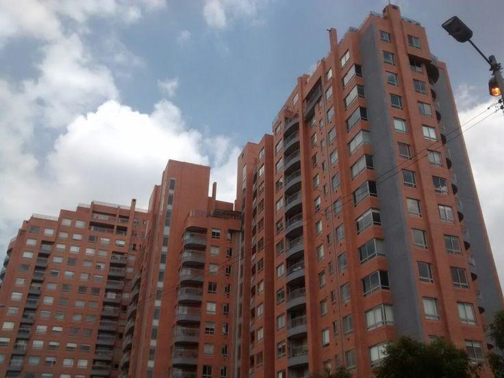 Urbanismo sobre la calle 116, en Bogotá.