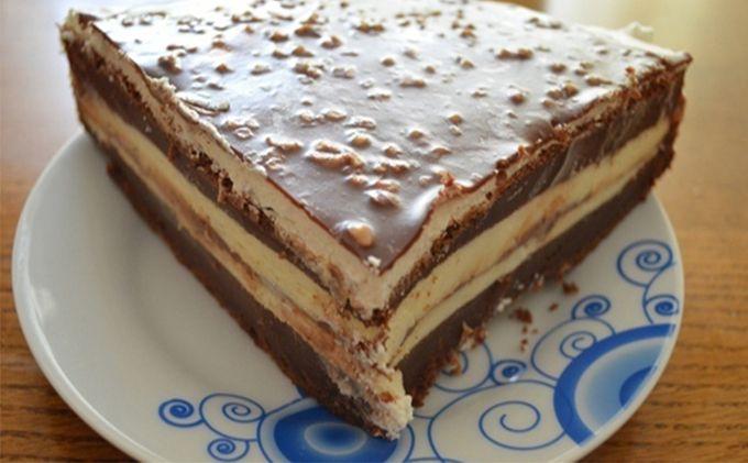 Znáte dort Fererro? Pokud ano, tohle je jeho snadnější varianta. Chuť je naprosto famózní a neodolatelná. Dort je neskutečně lahodný díky krému z mascarpone a taky díky čokoládě. Lískové oříšky jsou v kombinaci s mascarpone a čokoládou úžasným dovršením chuti. Tento dort si rozhodně zamilujete. Jeho příprava není nijak náročná …
