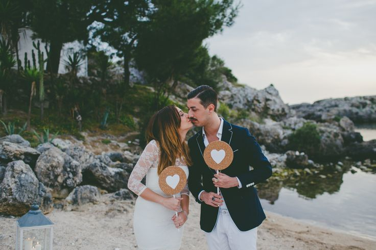 Romantic picnic on the apulian beach. Elopement in Puglia, Taranto. Wedding designer & planner: Rossana Turi - trepois.it Photographer: Peggy Picot - Maison Pestea