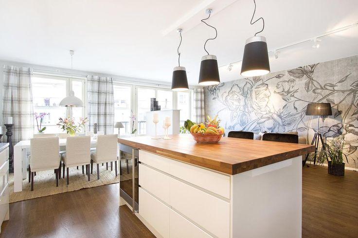 Heminredning Kokso : vitt kok med kokso  med en massiv troskiva i valnot samt extra