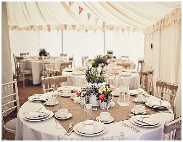 40+ Hessian Wedding Ideas - cut out a square of hessian fabric and place in the centre of round guest tables under the centrepiece for a rustic wedding #weddingideas #hessianwedding #rusticweddingideas
