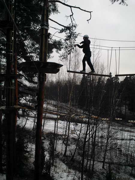 Seikkailupuisto Huippu, punainen rata. Tree top Adventure Huippu, red course. Hochseilgarten Huippu, rote Route.