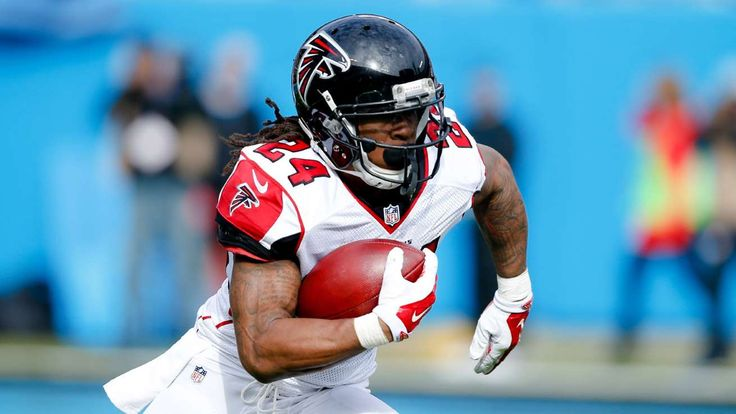 Six former diamonds in the rough starring in Super Bowl LI:  February 4, 2017  -     Dec 24, 2016; Charlotte, NC, USA; Atlanta Falcons running back Devonta Freeman (24) runs the ball during the first half against the Carolina Panthers at Bank of America Stadium. The Falcons defeated the Panthers