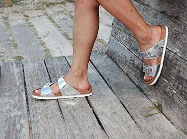 Sandalia bio anatómica en color plata, para pies anchos, muy ligeras y cómodas