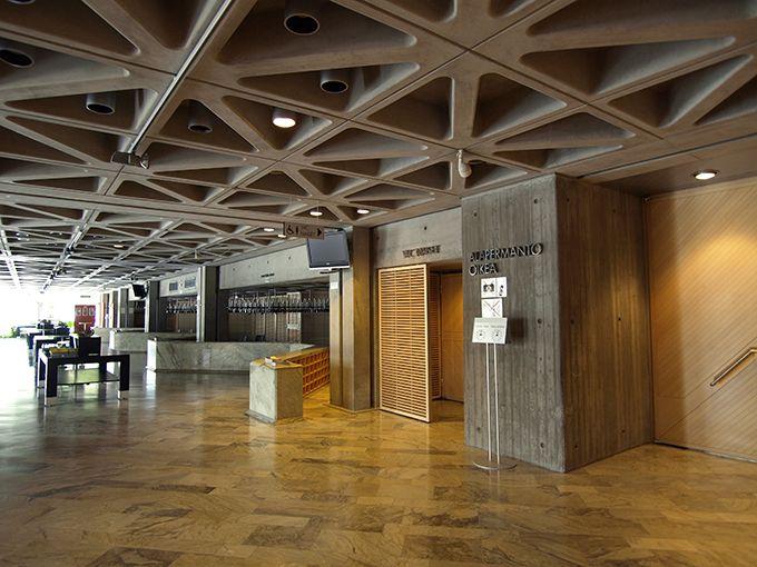 Lahden kaupunginteatteri sijaitsee Kirkkokadulla Lahden keskustassa. Siellä tuotetaan vuosittain 8-10 näytelmää. Teatterissa on kolme näyttämöä nimeltä Juhani(suuri näyttämö), Eero(pieni näyttämö) sekä Aino(studionäyttämö).