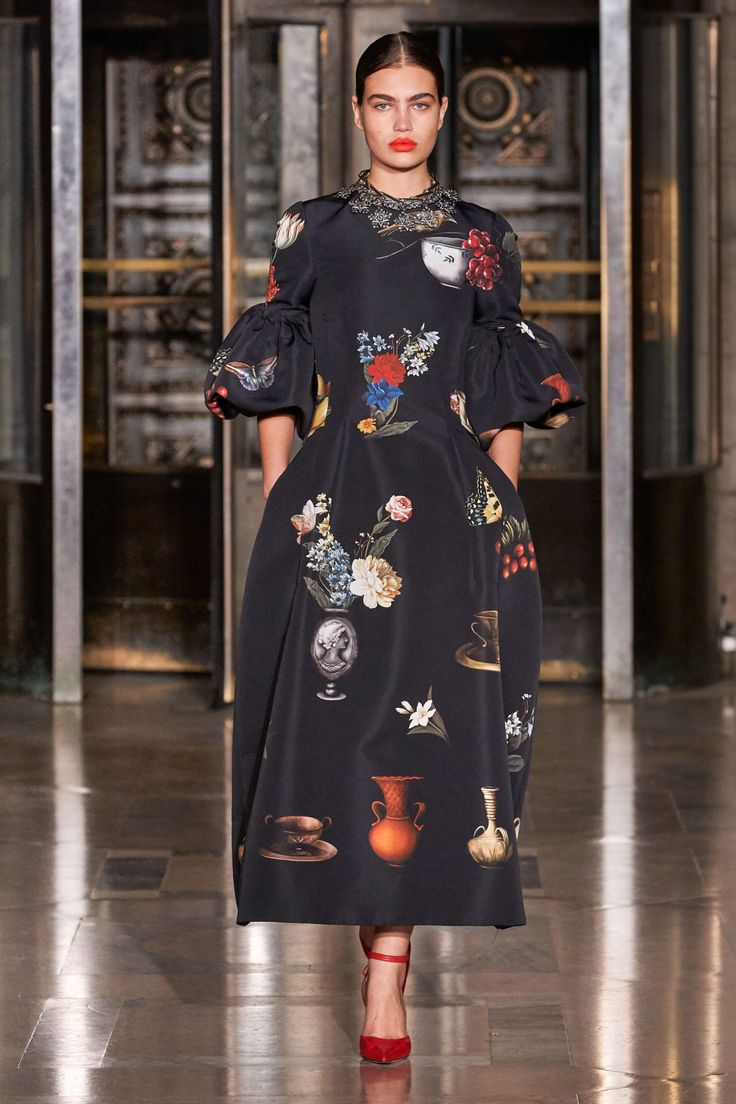 Платье Мода Осень 2021