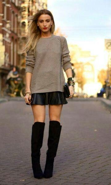 Composição de saia com bota e blusa de linha