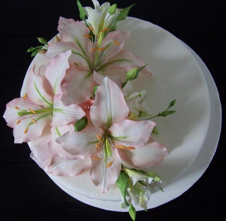 Jayne's sugarpaste flowers (Facebook)
