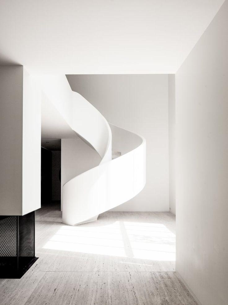B-ARCHITECTEN VILLA KAPLANSKY Reconversion of a 1934 Modernistic villa by Nachman Kaplansky.