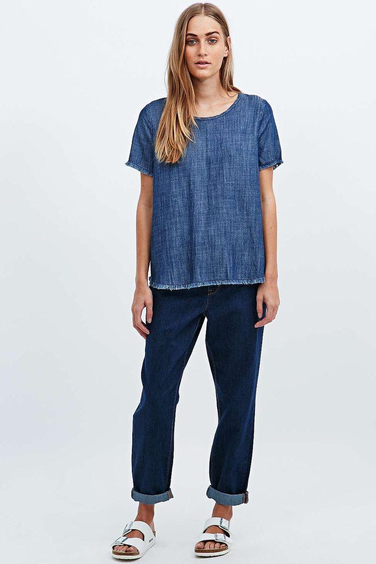 t-shirt drio, à bords bruts en jean bleu