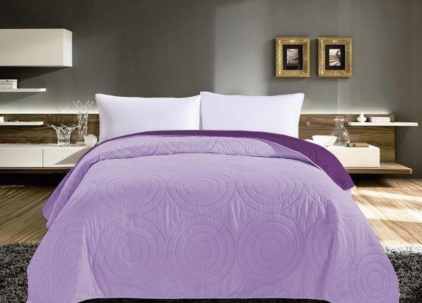 Oboustranné fialové přehozy na postel s prošíváním
