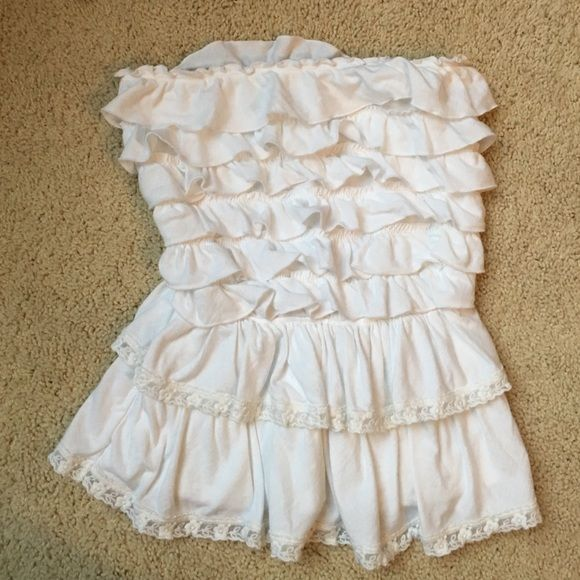 A&F white ruffled strapless top S Abercrombie & Fitch strapless top. White Ruffles with lace trim details. Like new condition-barely worn. Size Small. Abercrombie & Fitch Tops