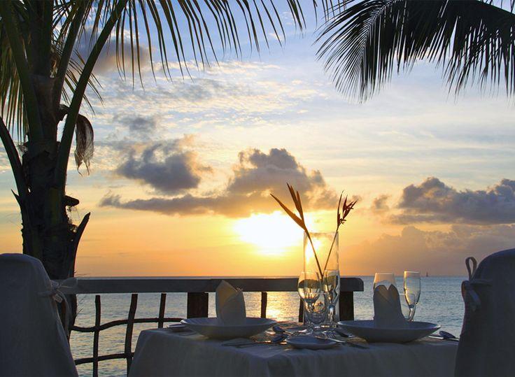 Best 25+ Romantic dinner tables ideas on Pinterest | Dining room ...