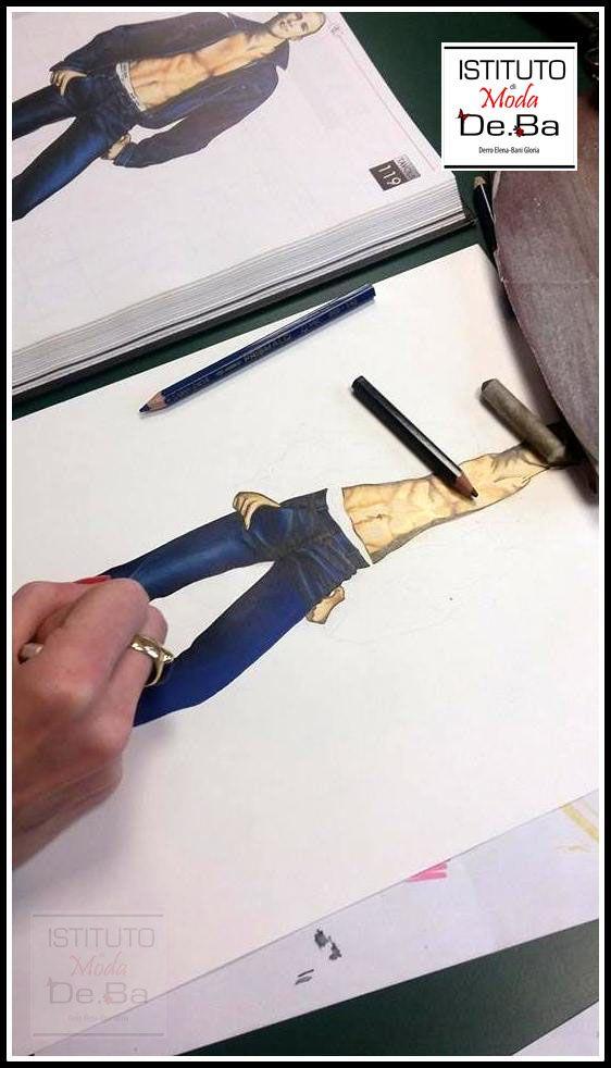 Esercizi durante la lezione di Fashion Designer. Figurino uomo con completo in jeans. @ValentinaBailo