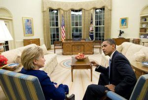 Juste au moment où Hillary Clinton semblait être en passe de remporter l'élection présidentielle américaine de 2016, le FBI vient de changer la donne avec ses dernières révélations. Vendredi, James Comey, le directeur du FBI vient d'annoncer que son agence...