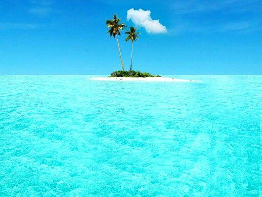 So pretty, blue waters ♥