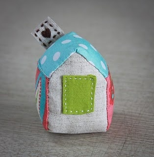 A home for your sewing pins, DIY house pin cushion tutorial.