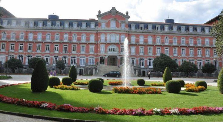 Vidago Palace Hotel - O antigo balneário termal da aristocracia e burguesia é agora um moderno hotel spa. Sem perder o requinte e o fausto do passado, mas com todos os confortos do presente.