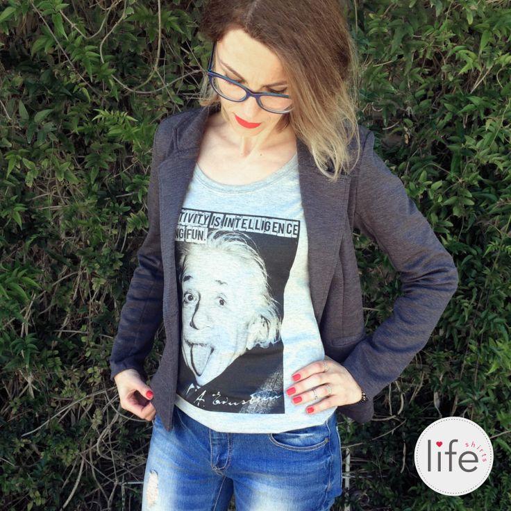 "Look Life Creativity! Camiseta personalizada com foto e frase de Albert Einstein: ""Creativity is intelligence having fun"". T-shirt exclusiva!"