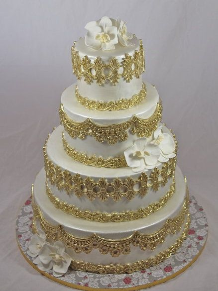 Regal wedding cake  Love!