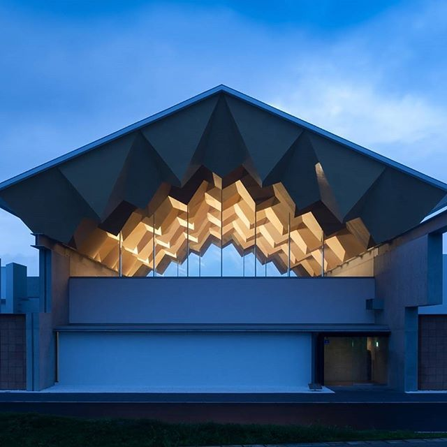The Miyahata Jomon Museum by Furuichi and Associates accommodates space for research, investigation and exhibition/ It features a faceted roof with intricate lighting design/ Discover the #ArchitizerCollection of faceted roof projects at Architizer.com  .  .  .  .  .  .  #architizer #architecture #facetedroof #MiyahataJomonMuseum #FuruichiAndAssociates #Fukushima #Japan #FukushimaJapan