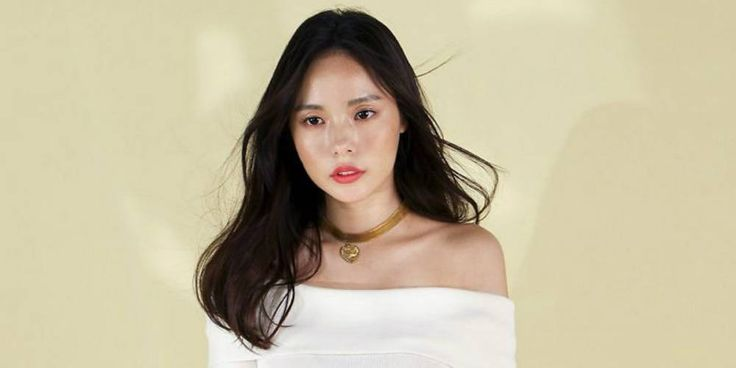 Min Hyo Rin is lovely on the set of a photo shoot | http://www.allkpop.com/article/2016/07/min-hyo-rin-is-lovely-on-the-set-of-a-photo-shoot