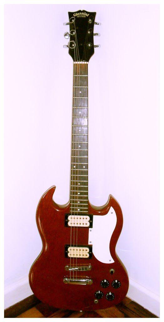 A SG um instrumento com características especiais, réplica nacional da Gibson, claro que tirando as devidas proporções, podemos dizer que ...