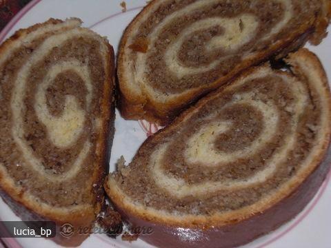 Reteta culinara Cozonac cu nuca- de la bunica din Carte de bucate, Produse de panificatie si patiserie. Specific Romania. Cum sa faci Cozonac cu nuca-reteta de la bunica