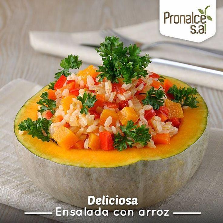 """Las ensaladas de arroz son una opción sana para elaborar un """"plato único"""" rápido, refrescante y nutritivo. Una de las razones por las que tienen tanta aceptación es que el arroz es un cereal muy popular y con sabor neutro, lo que lo convierte en un ingrediente versátil.    #Pronalce #Avena #Wheat #Trigo #Cereal #Granola #Fit #Oats #ComidaSaludable #Yummy #Delicious #Tasty #Instagood #Delicioso #Sano #HealthyFood #Breakfast #Protein #Nutrición #Cereales"""