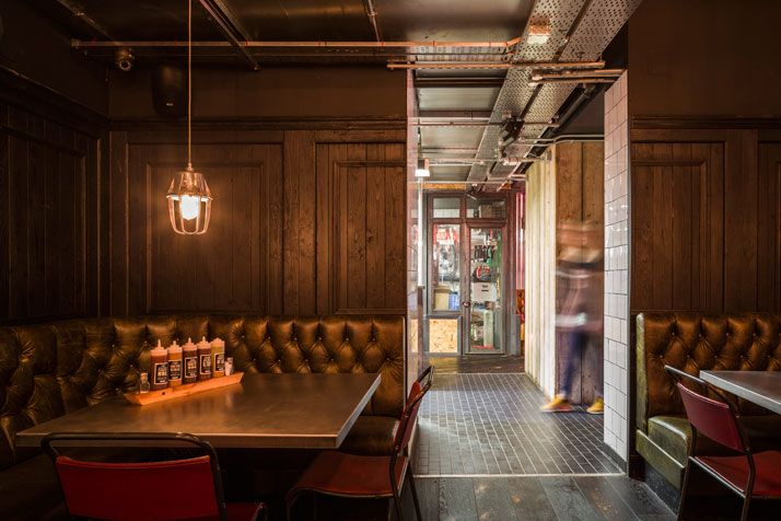 Red's True Barbecue Ιn Τhe Ηeart Οf Manchester's Albert Square | Yatzer