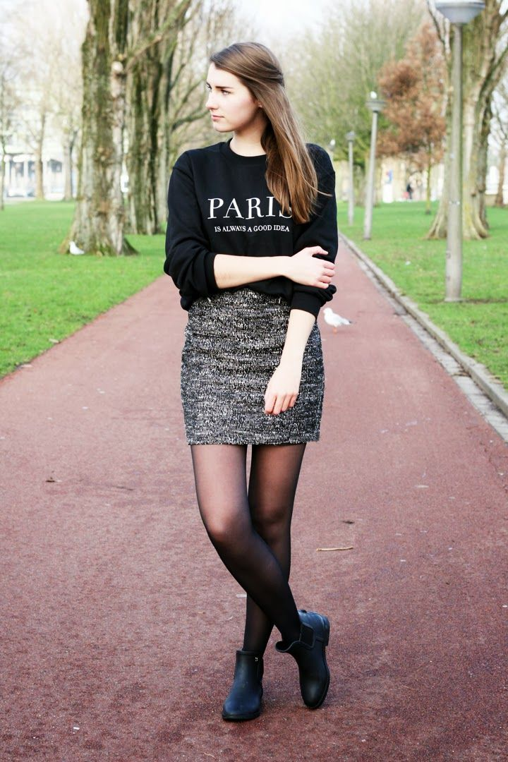 "OUTFIT: ""Paris is always a good idea"" sweater van Fashaves, rokje van H&M en SuperTrash regenlaarsjes - Style-remains.nl"