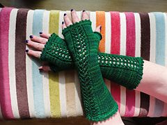 Ravelry: Lacey Jeannette Wristers pattern by Leslie Taylor