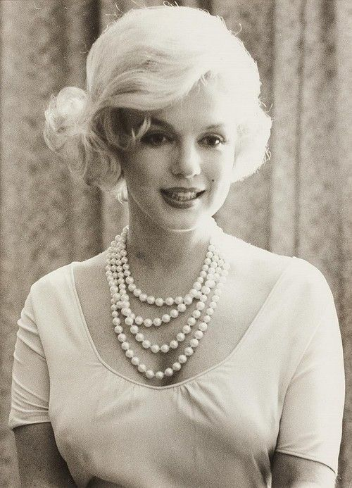 Marilyn Monroe: Lady Luncheon, Marilyn Monroe, Pearls Necklaces, Blondes Beautiful, Norma Jeans, Real Beautiful, Rare Photo, Sweet Fashion, First Lady