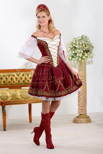 17-es vállra jövő menyecske ruha, muszlin ujjal. Pártával és csizmával igazi magyaros éjfél utáni öltözék