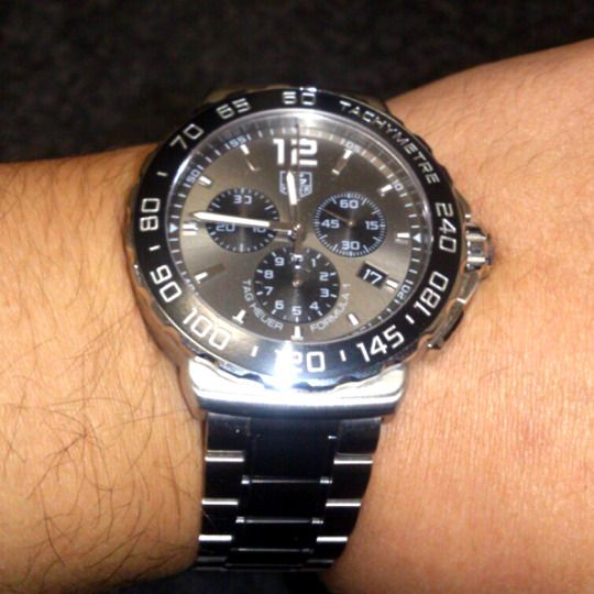 ★T様/タグ・ホイヤー - フォーミュラ1 クロノ スティール&セラミック ☆転職の記念に自分で初めて高級時計を買ってみました。実際にいい時計をしていると、しっかりした大人の男性として、時計に恥じない様に頑張らなければと思えるようになりました!良いモノを持つという事の大切さを知りました。  〝人生の節目に腕時計を〟