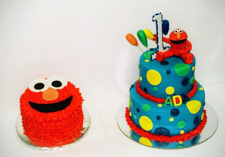 Elmo cake with small smash cake