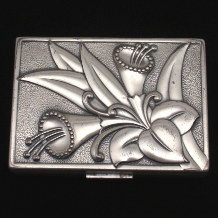 Sterling silver compact engraved 1921 on the side