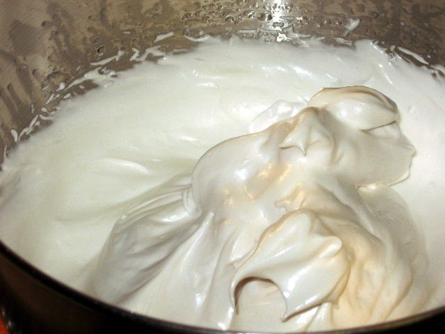 FLUFFY WHITE FROSTING RECIPE ~ This is a fantastic frosting recipe, for many reasons. First of all, it is delicious. After that, it is super easy, super quick, it takes no special ingredients, it is pretty to look at and it is very versatile. It is a classic