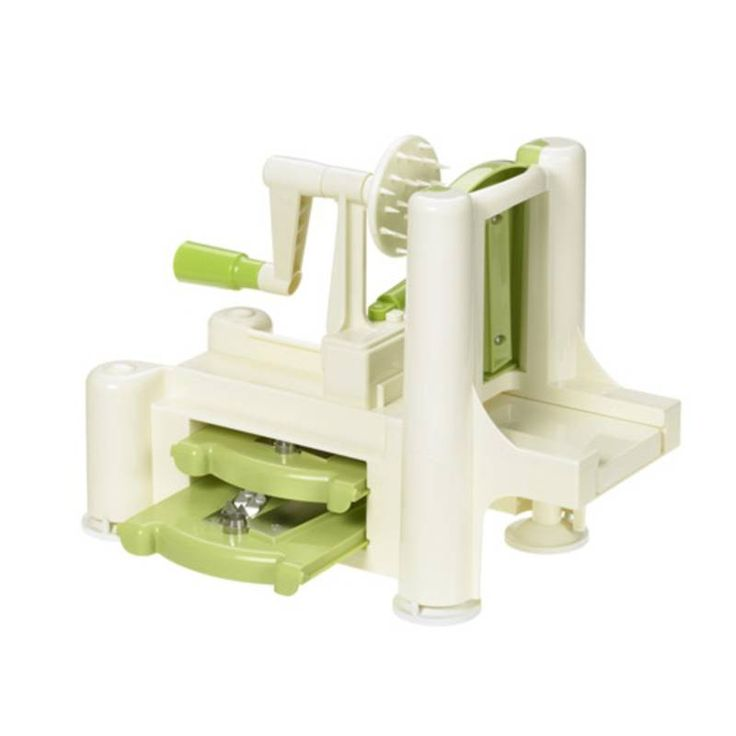 #Maszynka spiralna #krajalnica do #warzyw #Lurch Obrotowa #tarka / maszynka do warzyw niemieckiej marki Lurch, wykonana z wysokiej jakości tworzywa i stali nierdzewnej.  W zestawie trzy wymienne #ostrza - które po skończonej pracy można wsunąć w obudowę maszynki.  Urządzenie napędzane jest za pomocą korbki - zapewnia to błyskawiczną przemianę #jarzyn w dowolne spiralne #kompozycje. cena 139,00