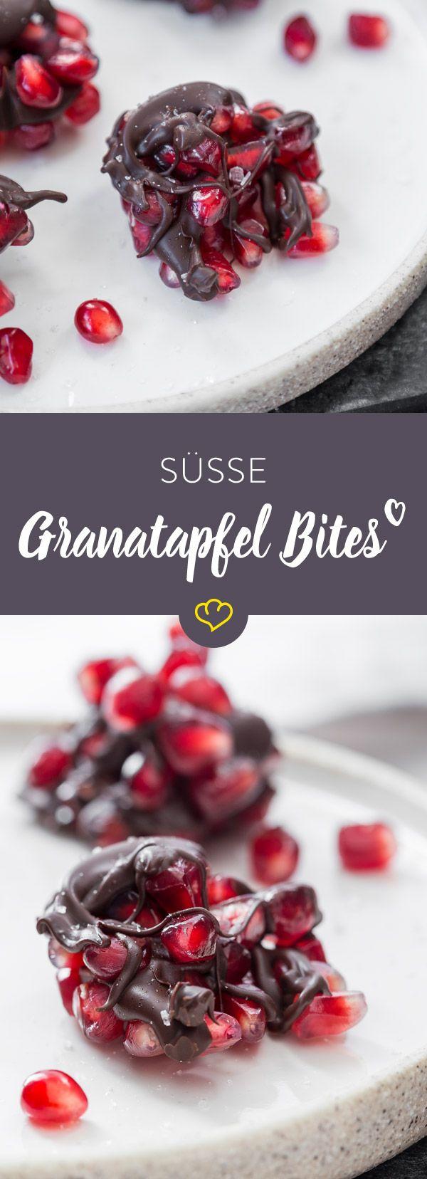 Heute reichen 3 Zutaten, um dich glücklich zu machen. Schokolade, Granatapfelkerne und Meersalz, das diese süßen Häppchen zu ganz Besonderen macht.