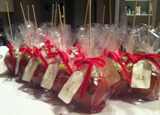 love the idea of candied apples as a fall wedding favor!! use ribbon to match theme