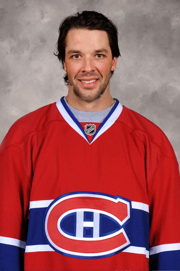 Benoit Pouliot voit le jour à Alfred et Plantagenet, une municipalité ontarienne, à proximité du Québec. Pouliot est un ailier gauche. Il fait ses début avec les Wolves de Sudbury de la LHO et plus tard, les Aeros de Houston dans la ligue américaine. Joueur prometteur, il est sélectionné 4ème par le Wild du Minnesota au repêchage de la LNH en 2005. Il fera son entrée avec l'équipe de l'état du midwest américain le 22 novembre 2006 dans un match opposant le Wild au Canadien de Montréal.