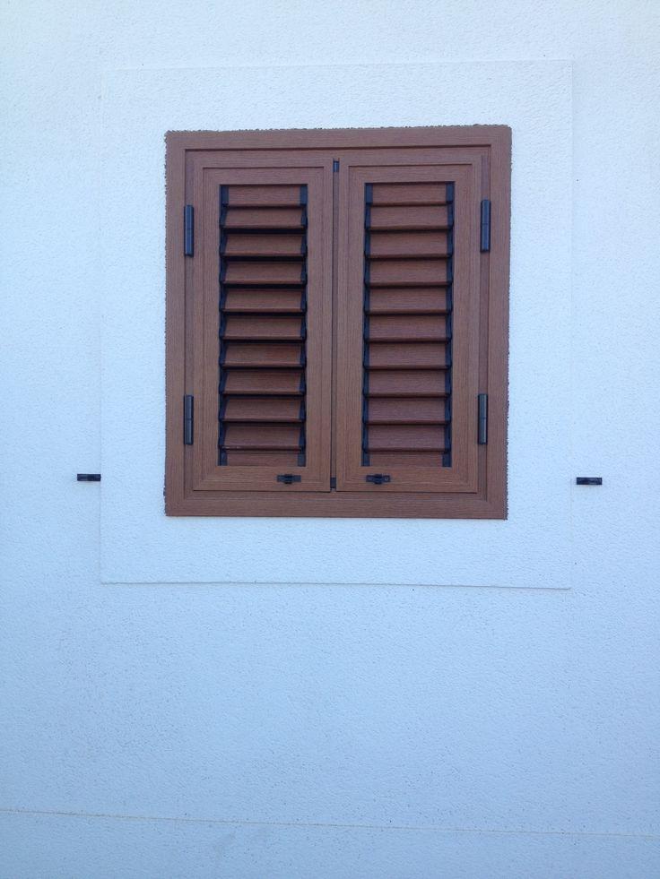 Persiana de aluminio imitación de madera. Tenerife