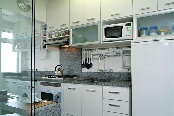 Bancada formato igual: pia e lava-roupa e tanque com frontão 20cm, 80cm atrás do fogão.Mas com granito mais claro, branco itaúnas e não cinza.