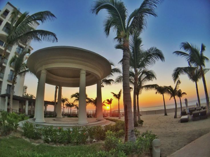 Make memories to last a lifetime under our oceanfront gazebo at Hyatt Ziva Los Cabos (Photo via GOGO Worldwide Vacations)