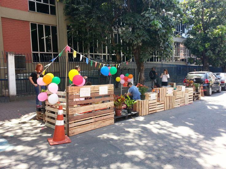 Coletivo movimente, criado por estudantes de Arquitetura e Urbanismo da Universidade Unigranrio em Duque de Caxias-RJ. Implantam um parklet em frente a faculdade.