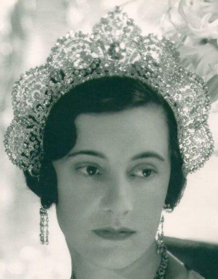 Tiara Mania: Duchess of Westminster's Halo Diamond Tiara worn by Leolia Grosvenor